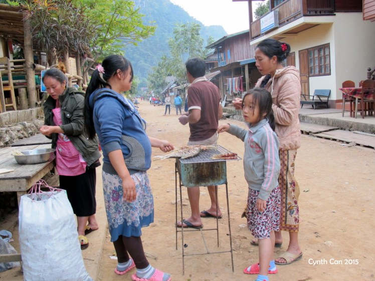 Preparando la cena. Muang Ngoi Neua, Laos